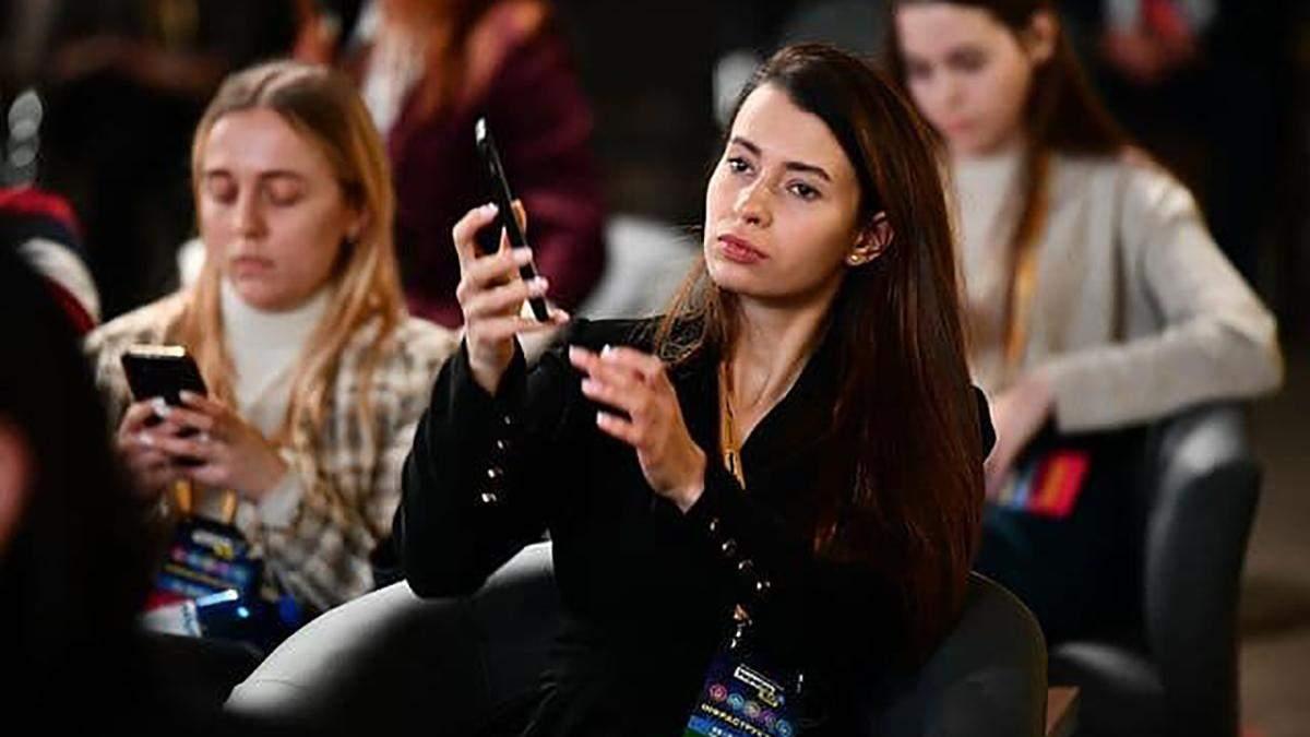 На засіданні Нацради реформ була ню-модель Ася Мікович: фото