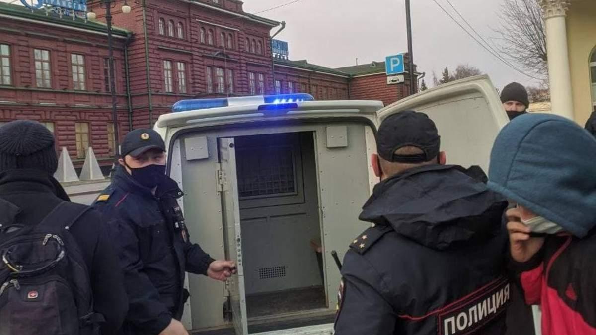 В России на митингах за Навального задержали 200 человек: фото, видео