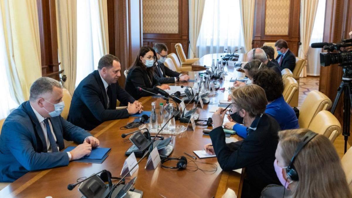Єрмак обговорив з послами G7 війну на Донбасі та оновлення КСУ