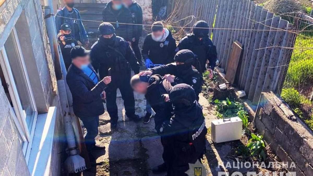 Мужчине, который топором разгромил АТБ в Мариуполе, светит до 7 лет
