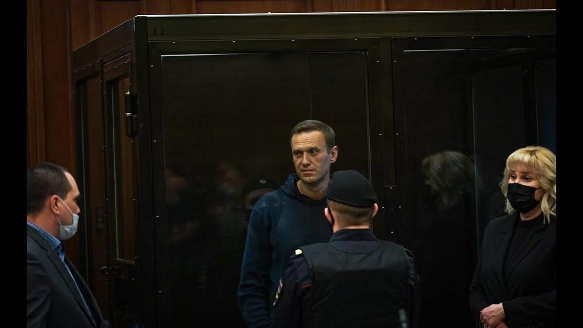Навальний заявив, що припиняє голодування