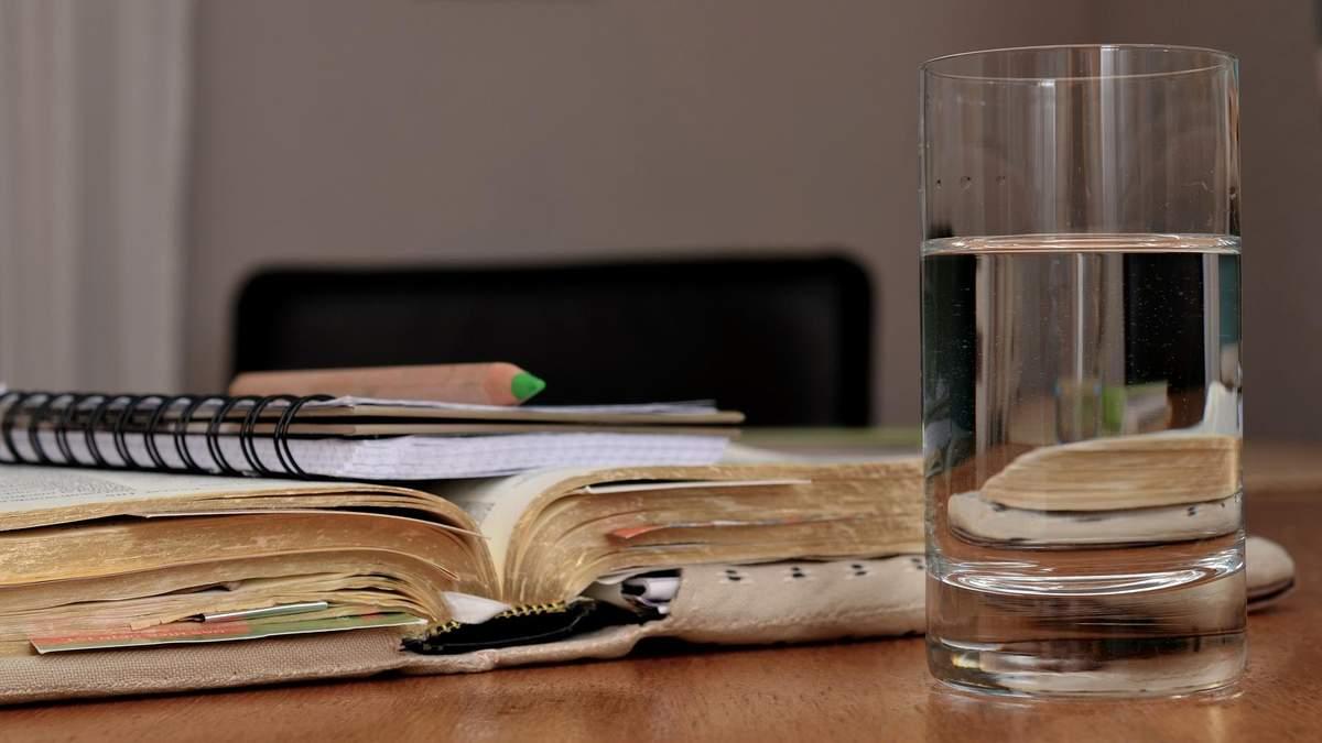 У чому користь води і скільки її потрібно пити щодня - поради фітнес-тренерки