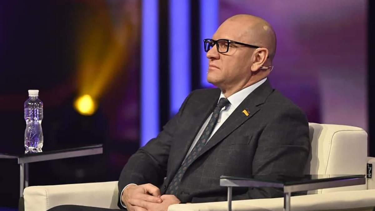 Нардеп Евгений Шевченко назвав ведущего идиотом