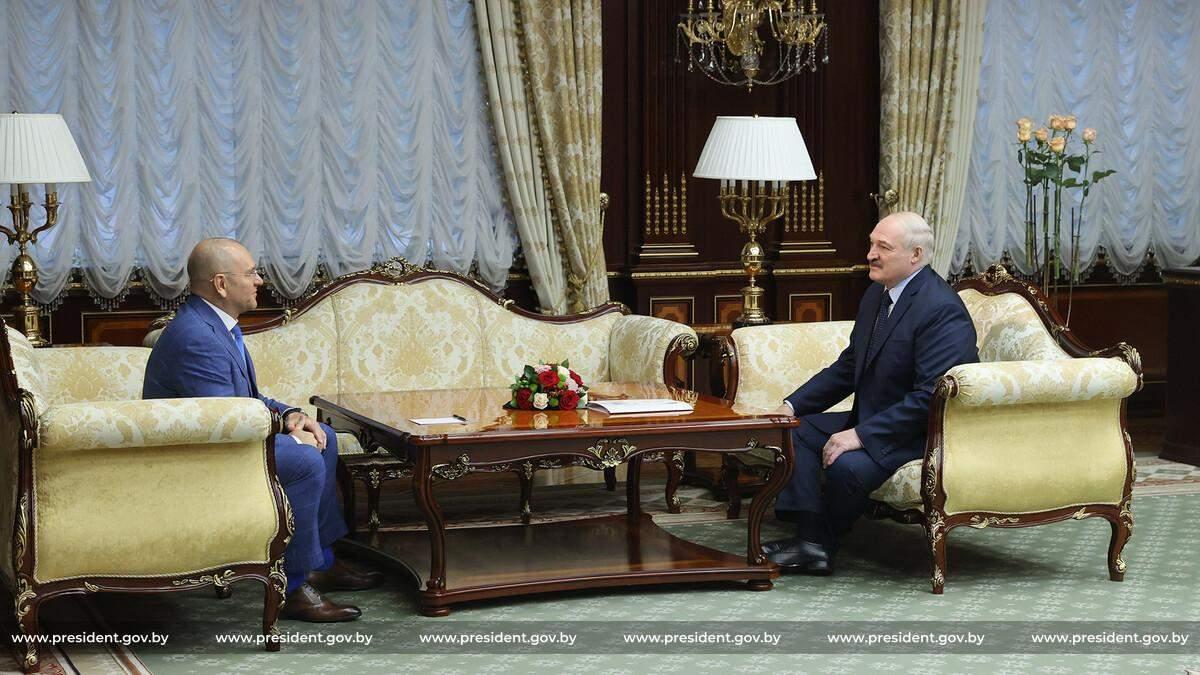 Слуга народа Шевченко показал эксклюзивные подарки от Лукашенко: фото