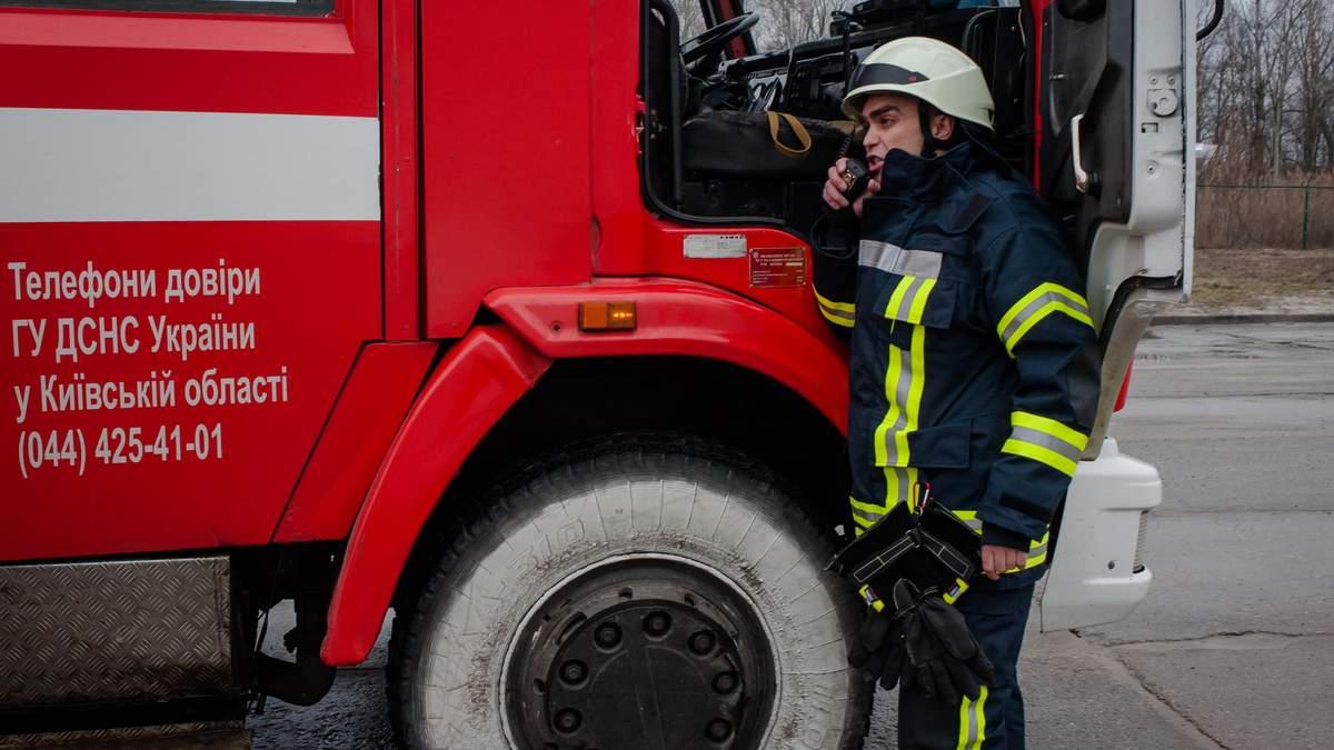 В подвале на Печерске произошел пожар: нашли тела 2 человек