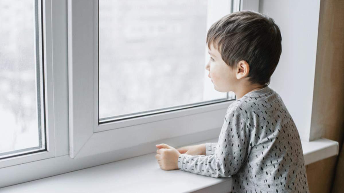 Мальчика, выпавшего из окна детсаду в Запорожье, забыли воспитатели
