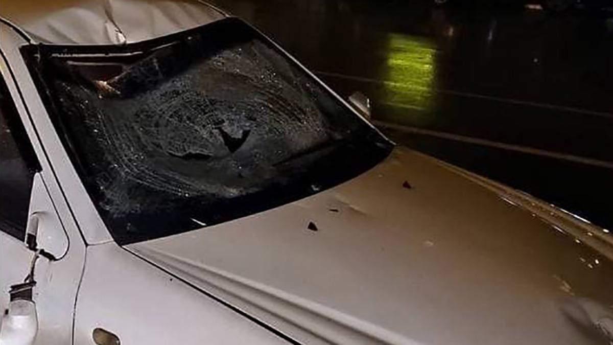 Отбился от авто и упал под троллейбус ДТП 27004.2021 в Днепре - фото