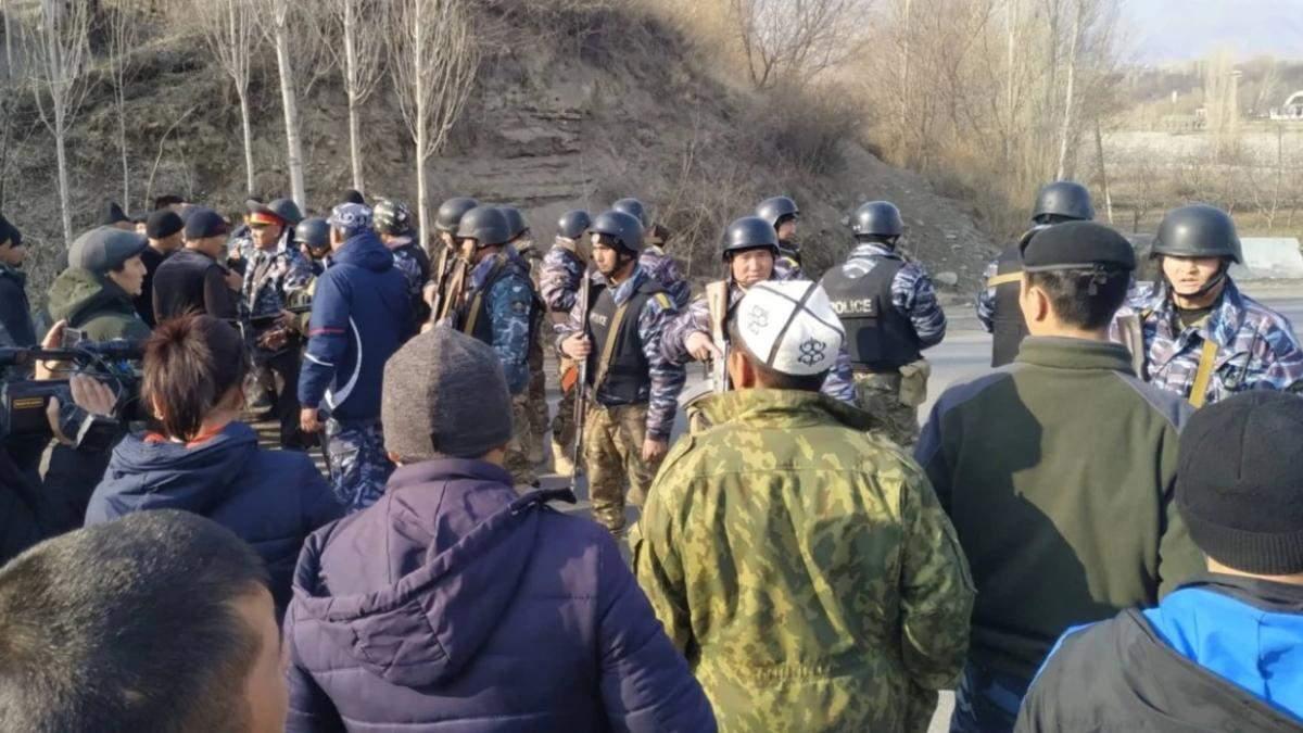 На границе между Кыргызстаном и Таджикистаном началась перестрелка