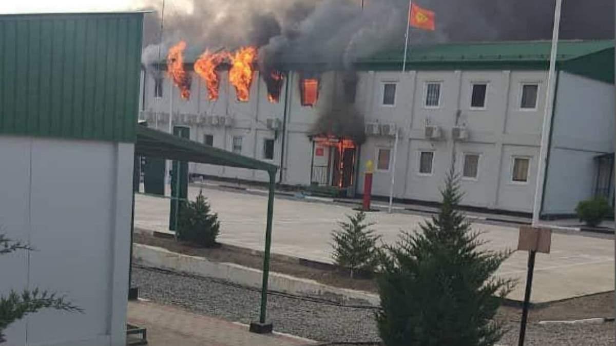 Киргизстан заявив про захоплення застави Таджикистану – відео