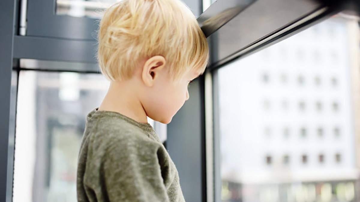 Воспитательнице саду, где мальчик выпал из окна, объявили подозрение