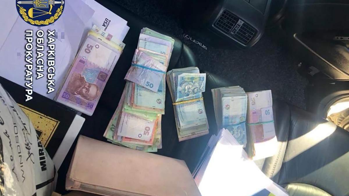 Чиновниця в Харкові дозволила незаконну торгівлю харчами за хабар