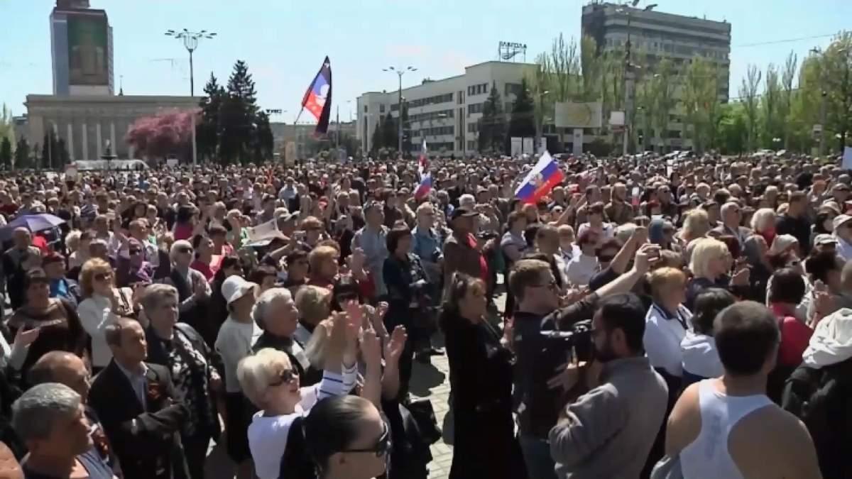 Российские паспорта на Донбассе: Кремль выдает паспорта украинцам