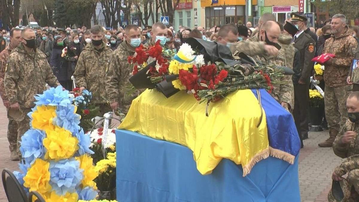 Погибшего на Донбассе воина  Романа Гуляка похоронили на Хмельнитчине