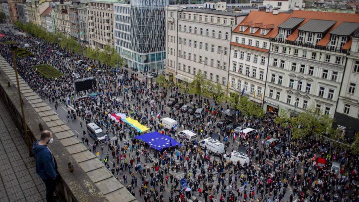 В Чехии 30 апреля 2021 состоялась масштабная антироссийская акция