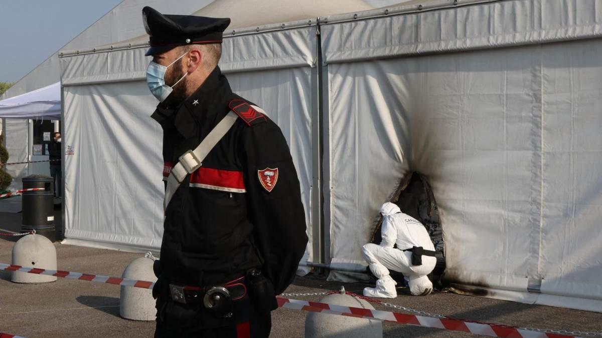 В Італії антивакцинатори підпалили пункт щеплень від COVID-19