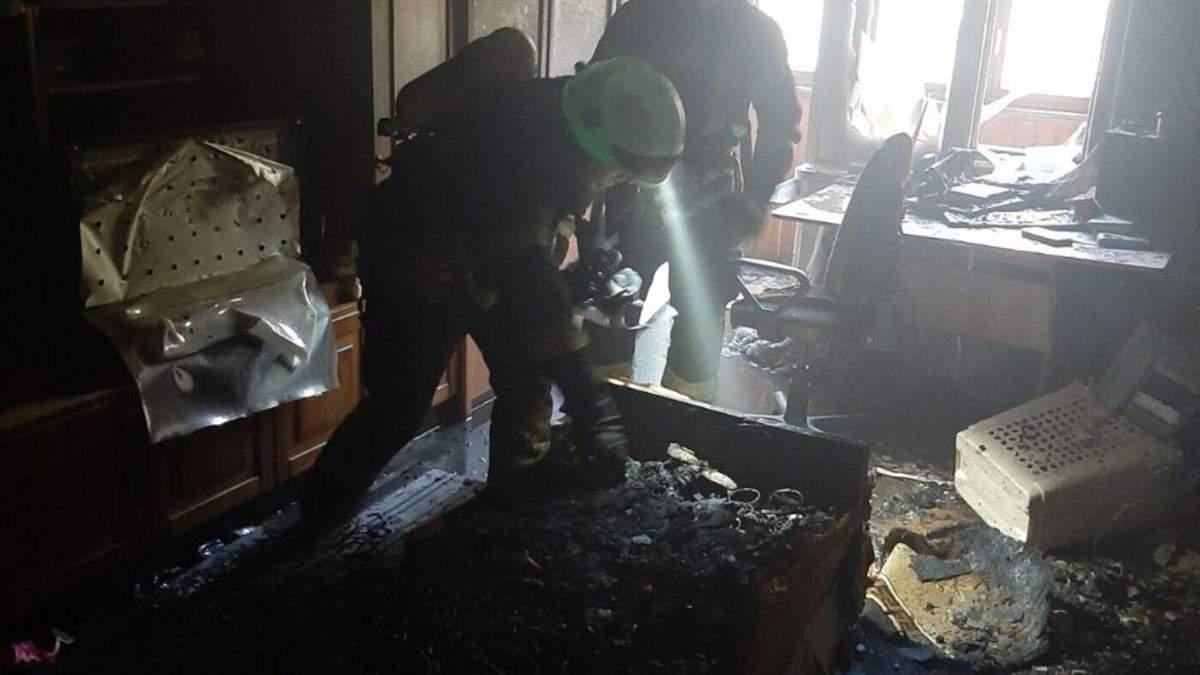 В Киеве во время пожара спасли мужчину и женщину