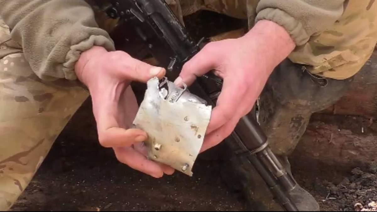 Боевики бьют из крупных калибров: бойцы ВСУ показали остатки противотанковой ракеты – видео