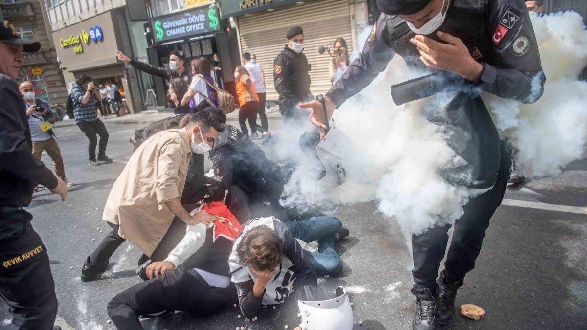 Першотравневі марші у Туреччині закінчилися масовими затриманнями
