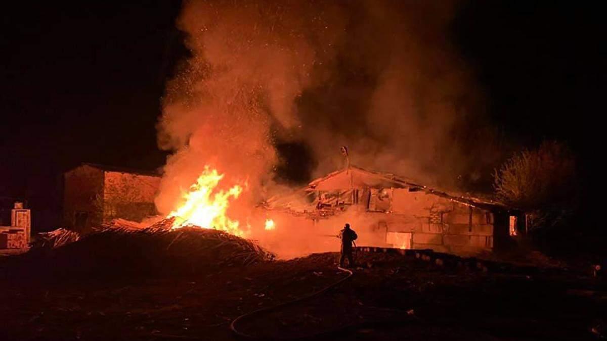 Масштабна пожежа пилорами на Харківщині: не могли погасити – фото