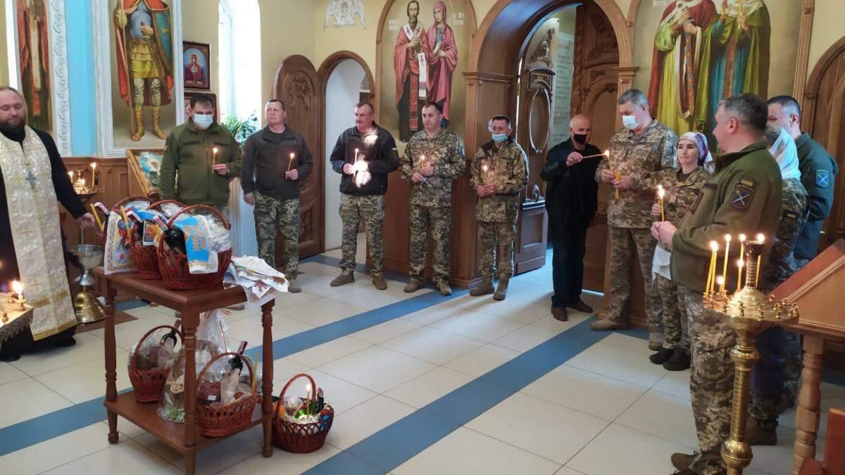Українські військові в ООС святкують Великдень: фото