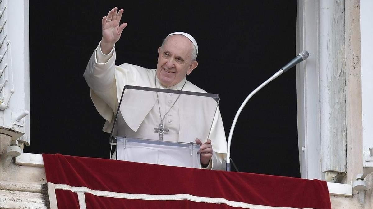 Папа Римский во время провозглашения воскресной речи