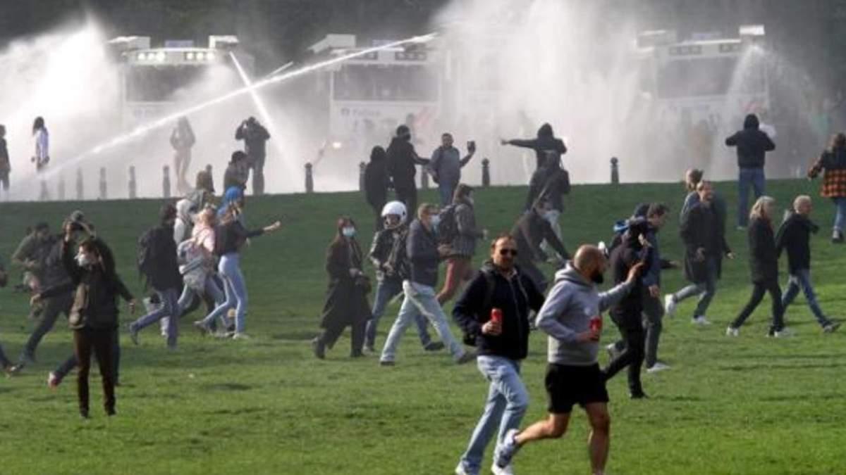 Акция против локдауна в Брюсселе: задержанные, ранены - фото, видео