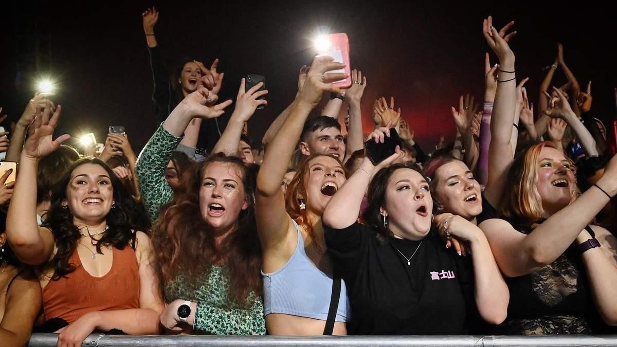 В Британии провели концерт для 5 тысяч человек: видео