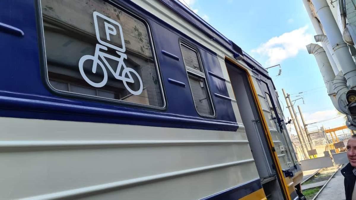 В Укрзализныце появится электропоезд с местами для велосипедистов