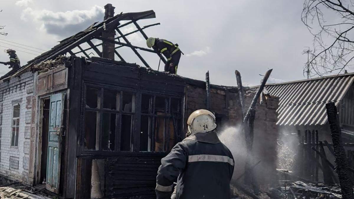 На Харківщині через скутер 02.05.2021 згоріли два подвір'я – фото