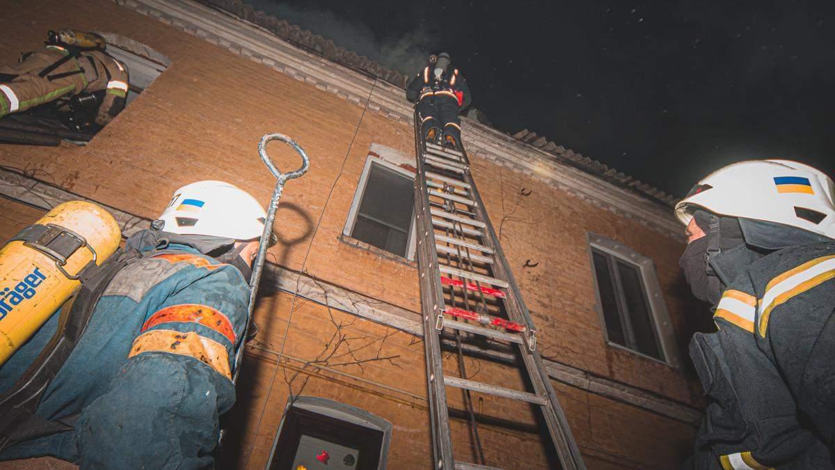 У Києві на території церкви УПЦ МП в пожежі згоріли люди