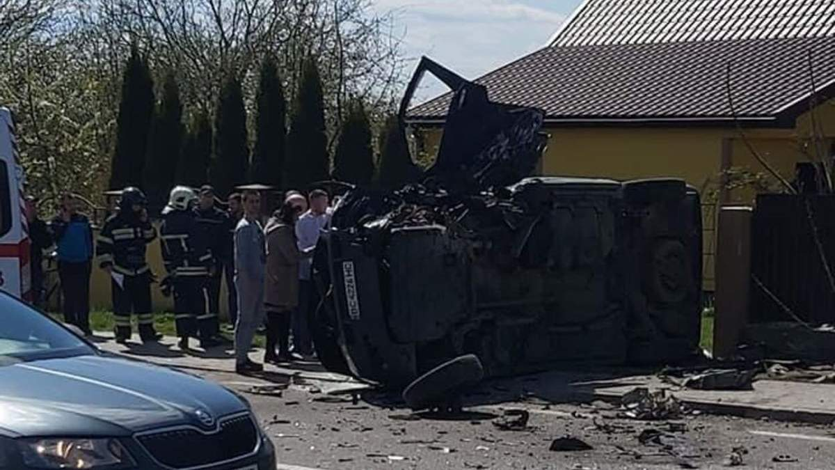 Авто відлетіло й перекинулось: на Львівщині трапилась масштабна ДТП – фото і відео