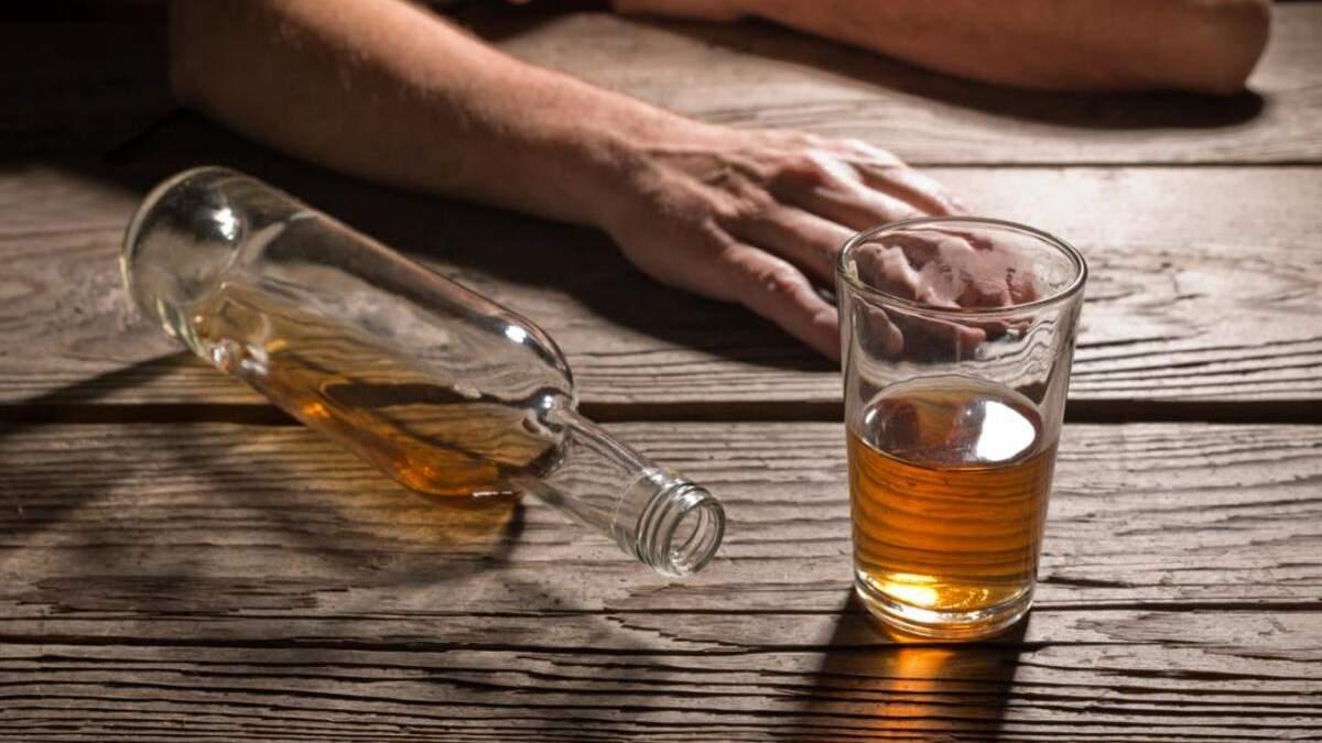 Щоб перестав зловживати алкоголем: на Житомирщині молодики до смерті побили чоловіка