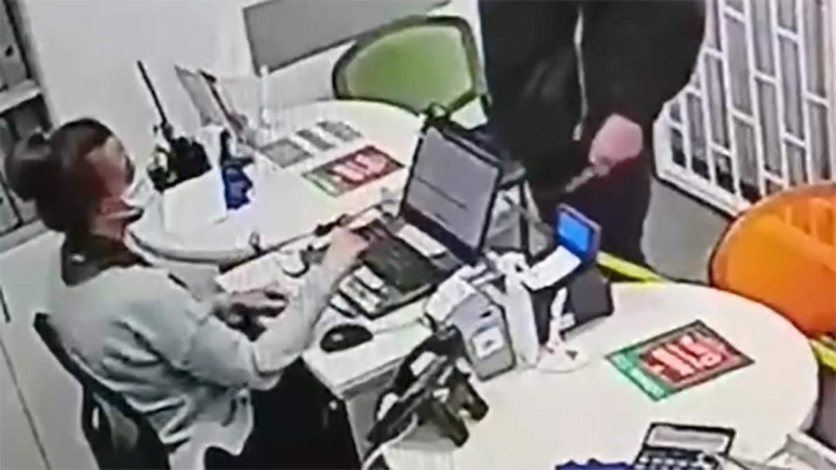У Харкові пограбували ломбард на Гагаріна: відео