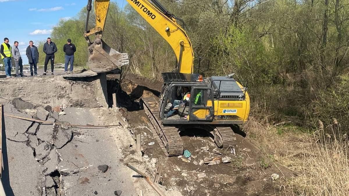 Чрезвычайная ситуация объектового уровня: назвали вероятную причину обрушения моста на Львовщине