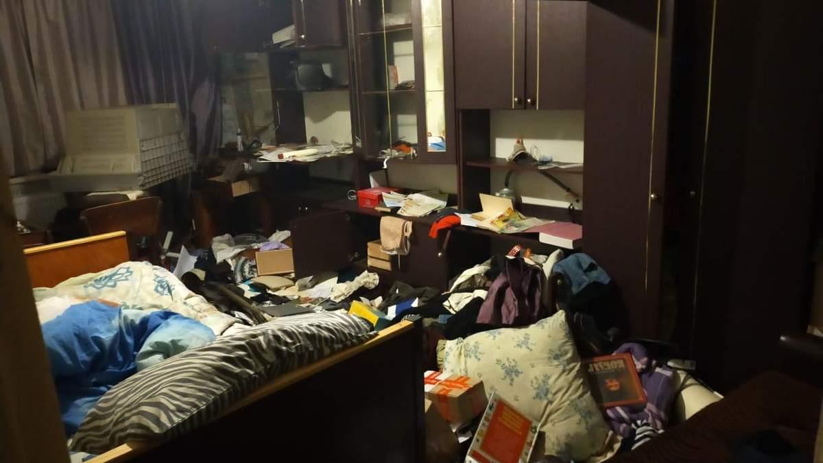 У Кривому розі пограбували та побили пенсіонера в його квартирі: фото