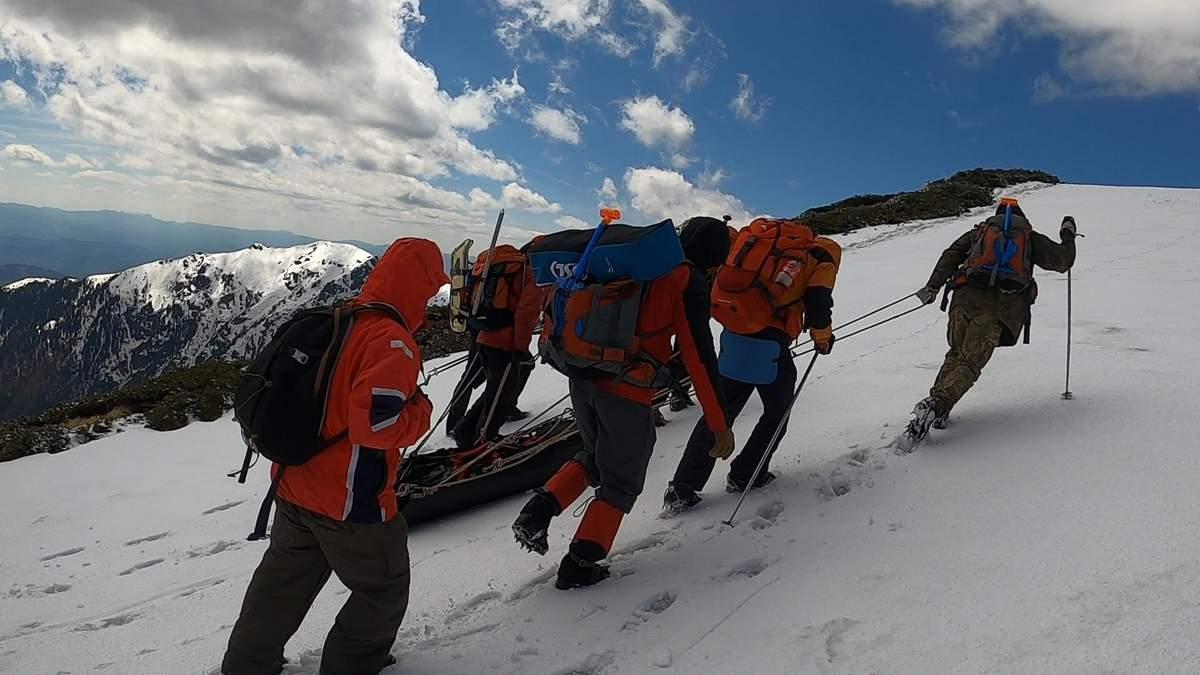 У горы Поп Иван 3 мая туристы нашли мертвого мужчину