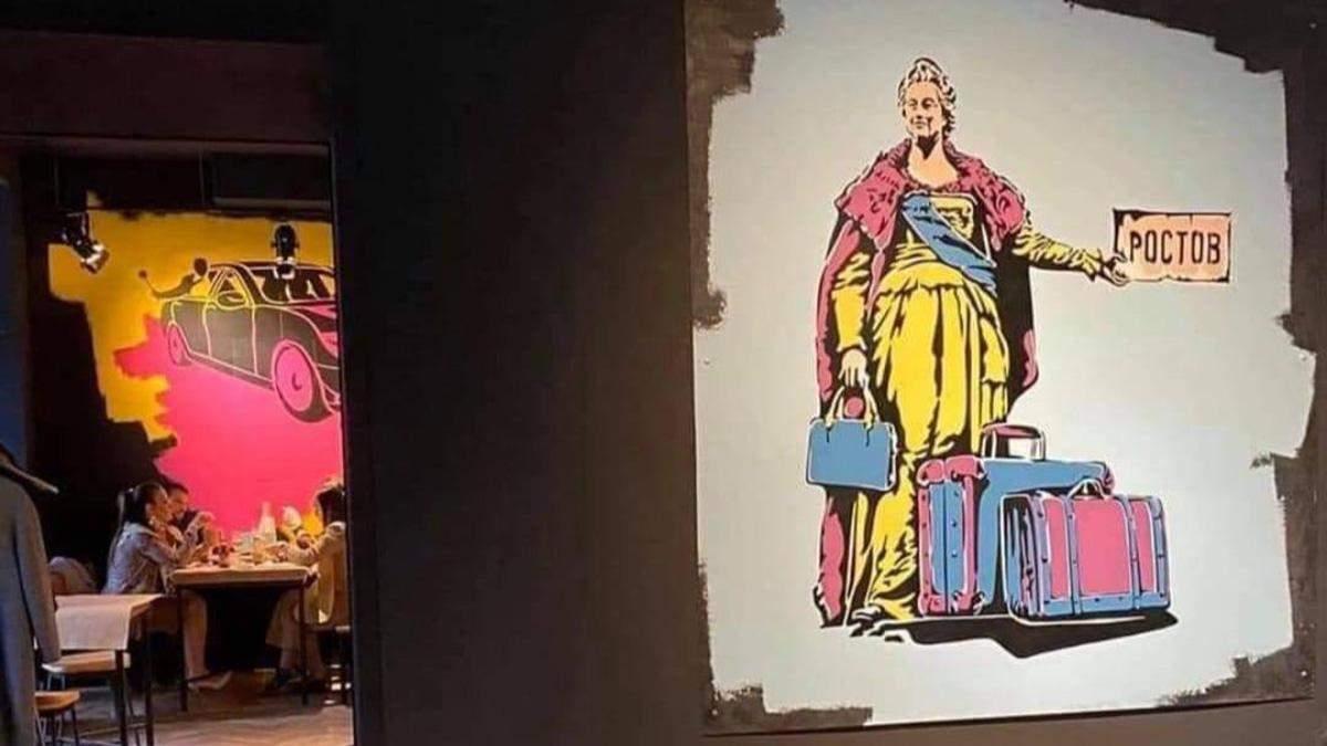 """Одесситы не поняли юмора: из-за скандала в """"Реберне"""" на Дерибасовской сняли часть картин"""
