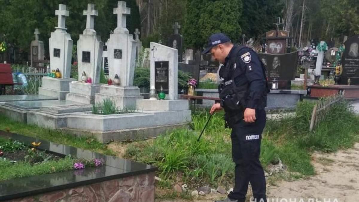Во Львове заминировали 4 кладбища: правоохранители проводят расследование - фото