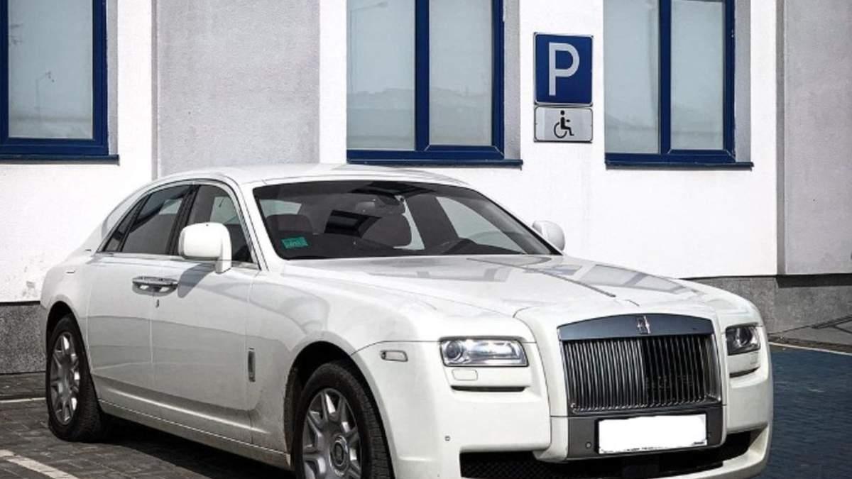 Единственный в Украине: во Львове заметили Rolls-Royce Ghost стоимостью 10 миллионов - фото