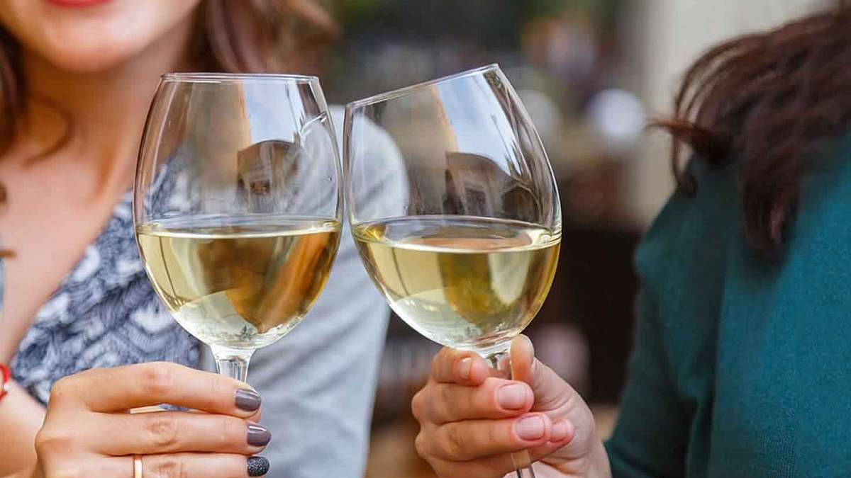 Кожен 3 українець взагалі не вживає алкоголь: опитування