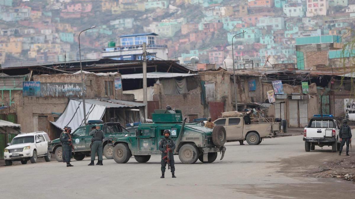 В Кабуле взорвалась бомба возле школы: погибло много детей
