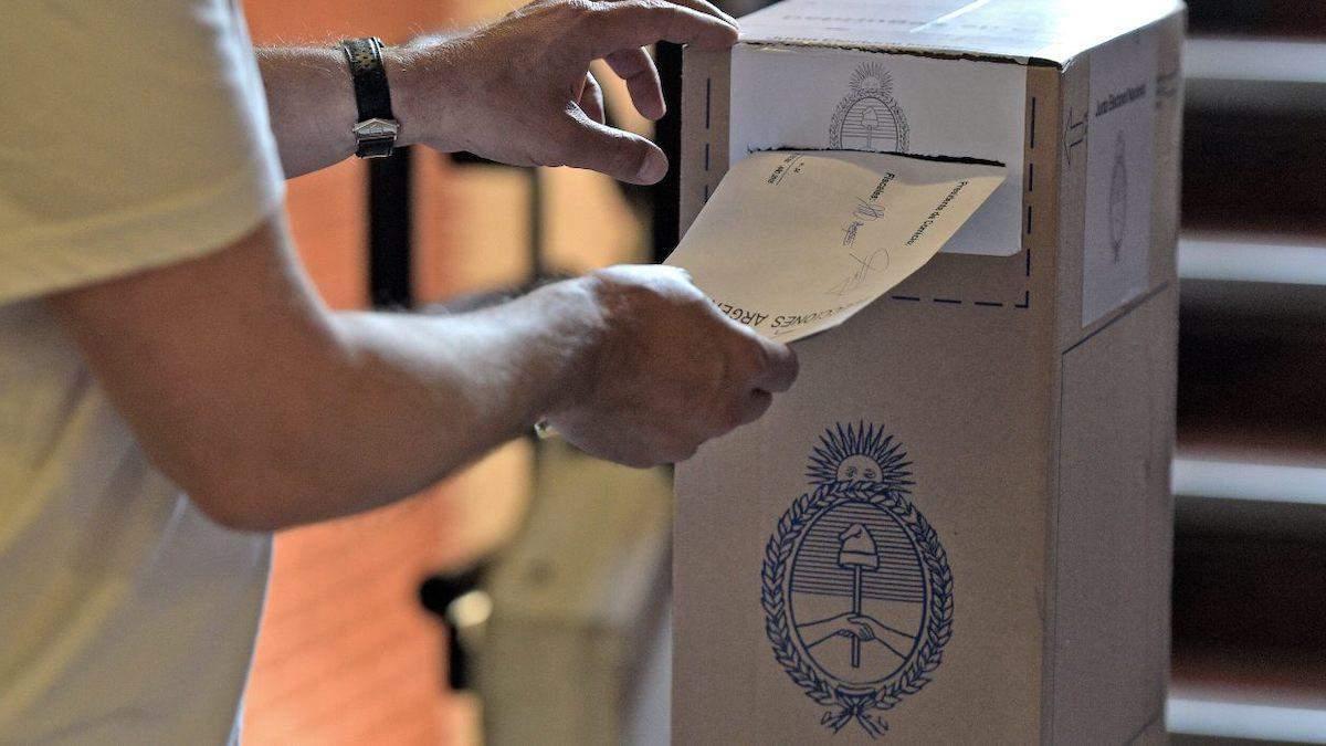 Выборы в парламент Аргентины переносят из-за вспышки COVID-19