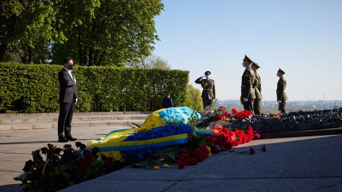 День перемоги над нацизмом: Зеленський вшанував пам'ять загиблих