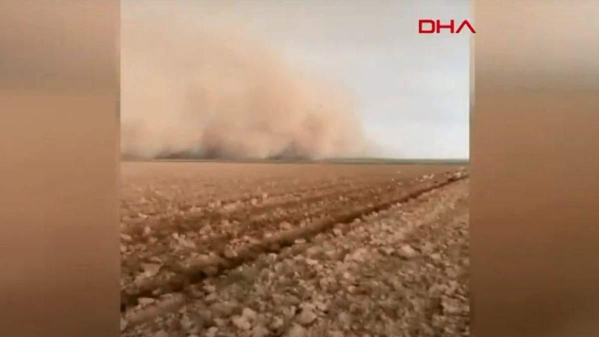 Закрыла солнце: в Турции свирепствовала песчаная буря – видео
