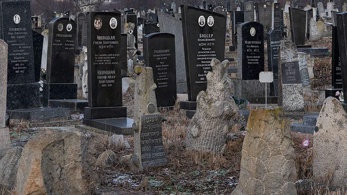 Під Одесою 6-річний хлопчик отруївся горілкою на кладовищі