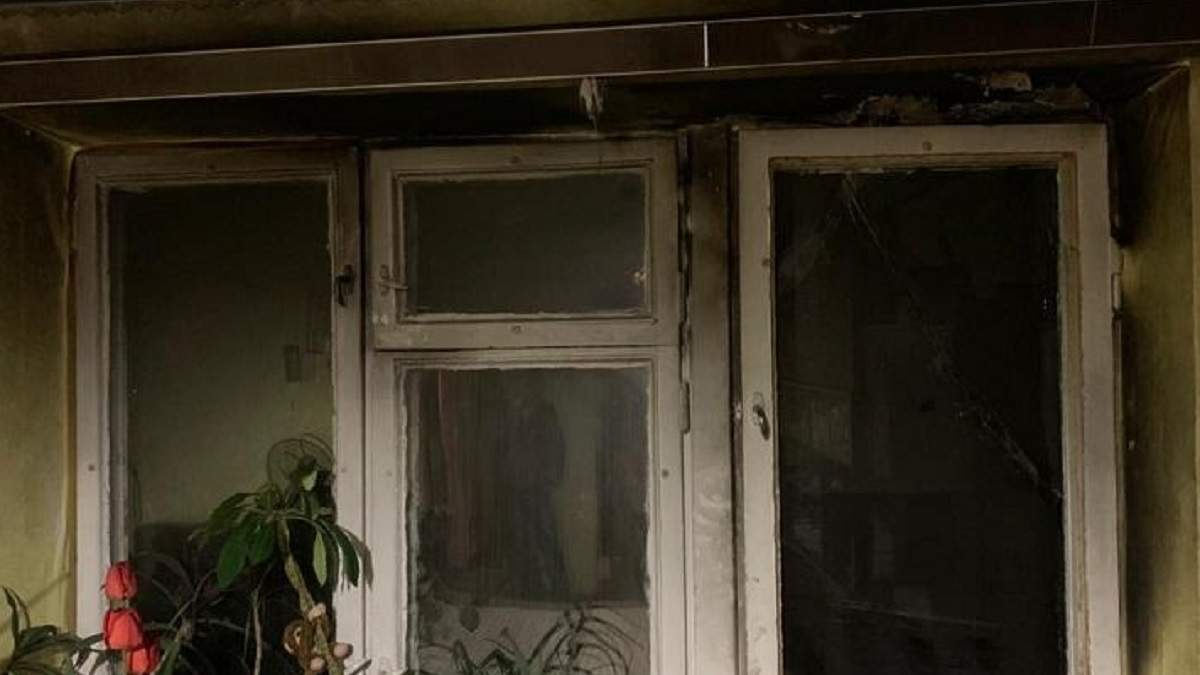 В Киеве мужчина поджег балкон своей квартиры: причина