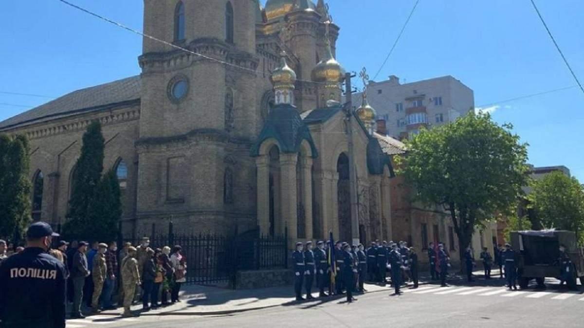 На Полтавщине попрощались с военным Юрием Опришком: фото