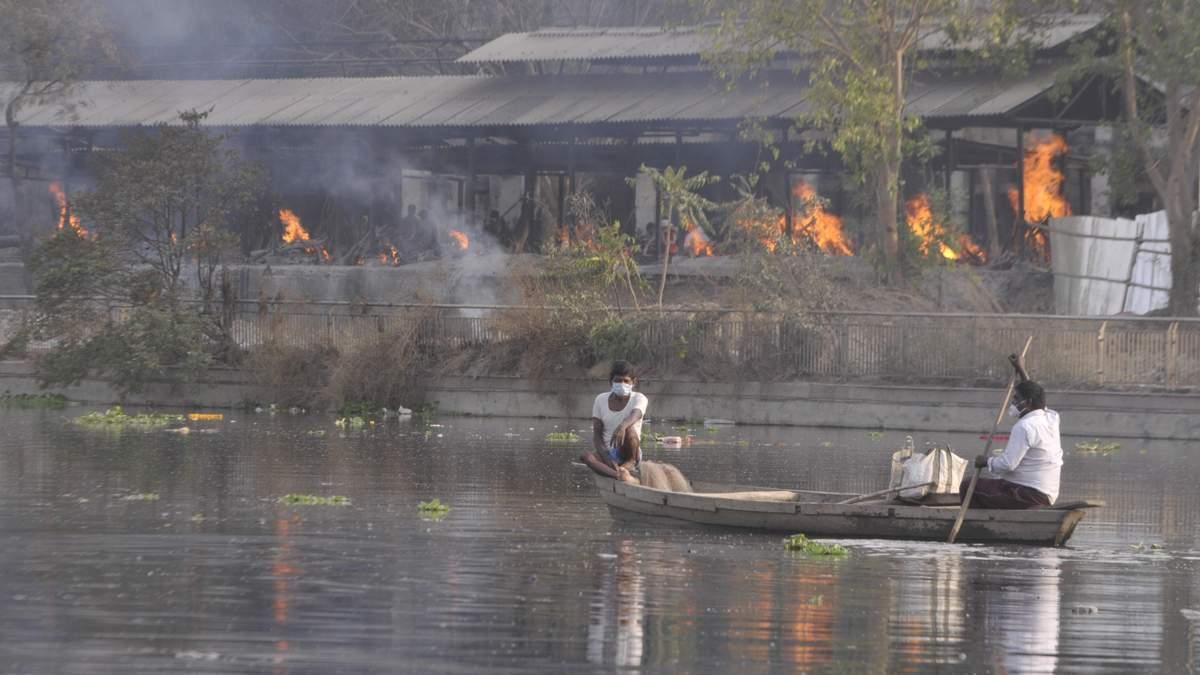 В Індії на березі річки Ганг знайшли десятки тіл