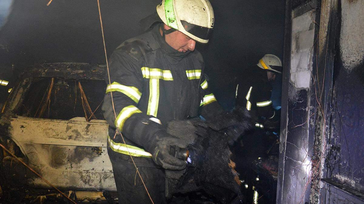 В Днепре сгорел гараж в частном доме: в пожаре погиб мужчина