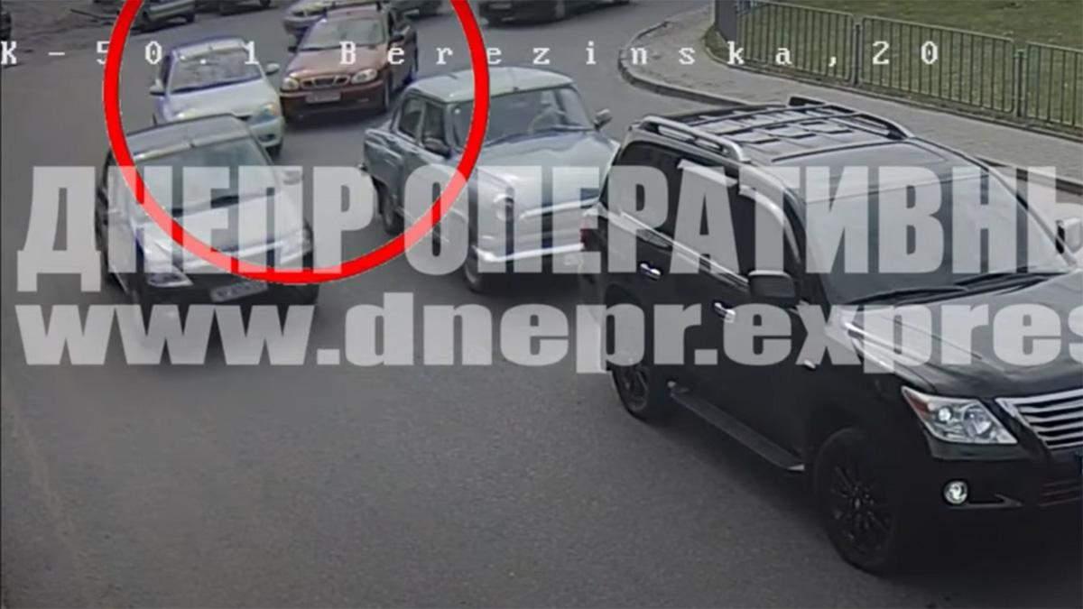 В Днепре серьезные пробки из-за ДПТ на дорогах: где утруднено движение